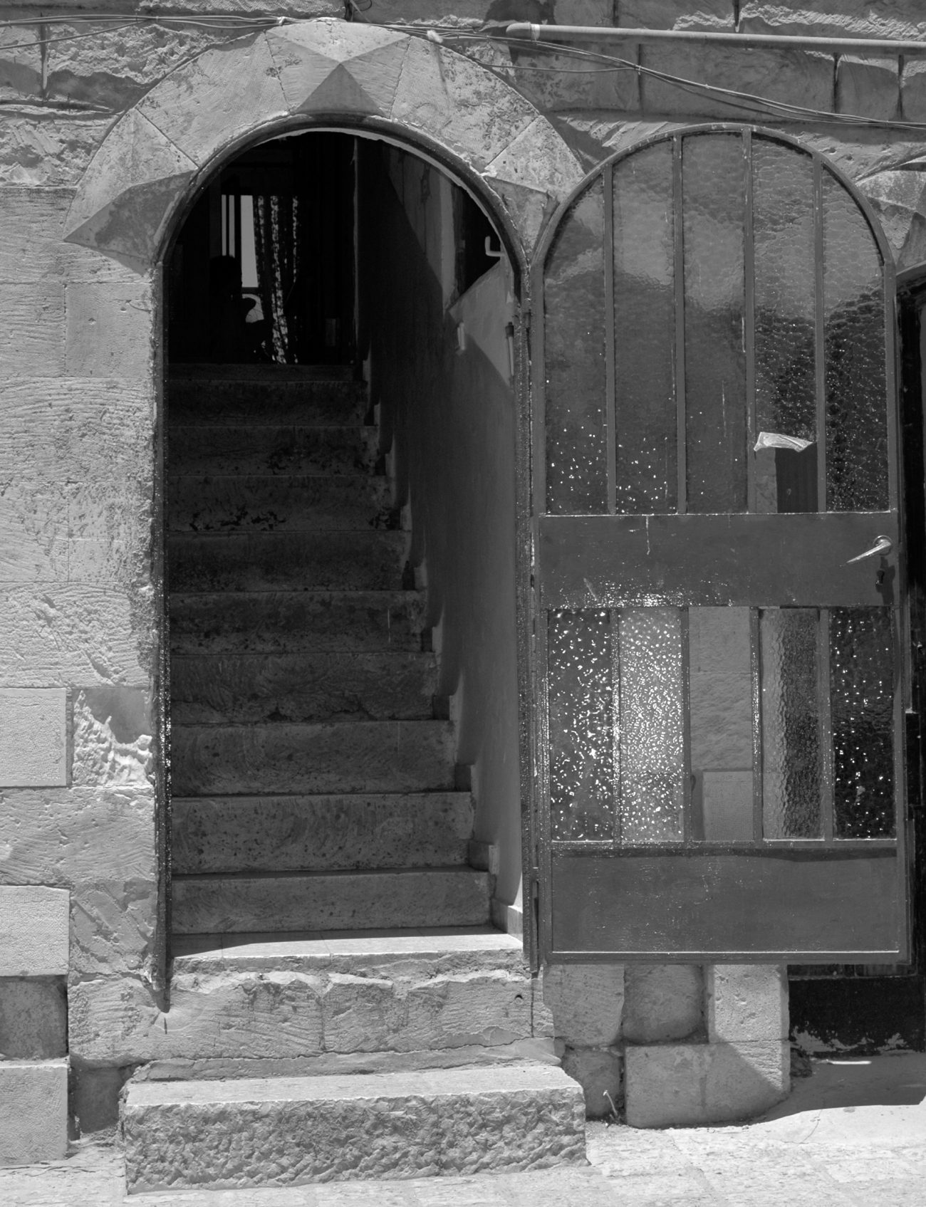 Open Door (Tzfat, Israel) B&W photo ©2006 Michael Dickel